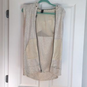 Mondetra sleeveless vest with hoodie Size S